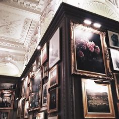 Batman, nature and architecture. A As Architecture, Tableaux Vivants, London View, Monuments, Art Museum, Beautiful Places, Art Gallery, Scenery, Louvre