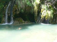 La cascada de agua del Gorg del Molí dels Murris es una preciosa zona de baño que se encuentra en el pueblo de Les Planes d'Hostoles, en la comarca de la Garrotxa, en la Costa Brava interior