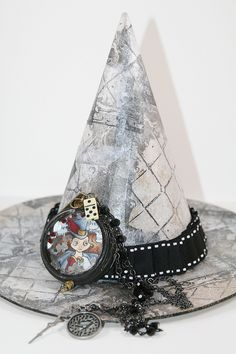 The ladies at Stampendous and May Arts are celebrating by wrapping up a fantasti. Steampunk Witch, Steampunk Halloween, Halloween Hats, Homemade Halloween, Halloween Projects, Holidays Halloween, Halloween Decorations, Halloween Witches, May Arts