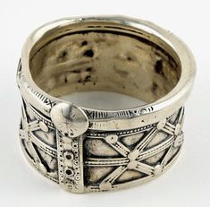 This is a very old well worn, high grade silver Tribal bracelet traditionally worn by the Jat women of Shekhawita region of Rajasthan, north...