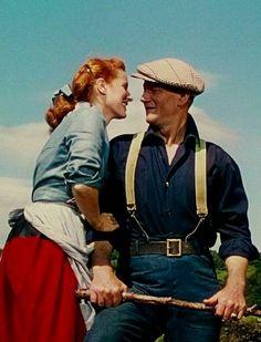 "John Wayne & Maureen O'Hara ""The Quiet Man"". 1952 my all time fav john wayne movie John Wayne Quotes, John Wayne Movies, Classic Movie Stars, Classic Movies, Old Movies, Great Movies, Classic Hollywood, Old Hollywood, Drame Romantique"