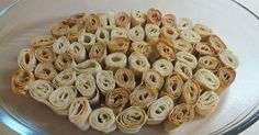 Το σιρόν είναι ένα είδος χειροποίητου ζυμαρικού που μπορείτε να βρείτε και έτοιμο σε καταστήματα με ποντιακά προϊόντα. Turkish Recipes, Greek Recipes, The Kitchen Food Network, Food Network Recipes, Sweets, Vegetables, Cooking, Breakfast, Desserts