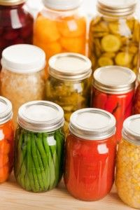 Pressure Canning vs Water Bath Canning      farm,homestead,homesteading,prep,prepping,survival,self sustaining, can,canning, preserving