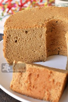 Bake for Happy Kids: Ultra Silky Smooth Spongy Coffee Milk Chiffon Cake Coffee Chiffon Cake Recipe, Chocolate Chiffon Cake, Cocoa Chocolate, Chocolate Coffee, Polish Recipes, Polish Food, Pandan Chiffon Cake, Toffee Cake, Mug Cake Microwave