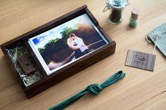 20 graviert Nussbaum Foto-Boxen und von HangingBranch auf Etsy
