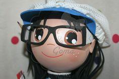 Cabeza fofucha con gafas