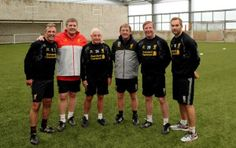 Daily Mail claim Kenny Dalglish was in London with Ian Ayre on Monday. This photo of The King at Melwood suggests not pic.twitter.com/83YjYeC5KB  #Liverpool  #Quiz