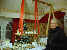 Inne i ett stort tält fanns också mycket att välja på, hantverk, julkort och julprydnader, marmelader, karameller, julöl mm mm.
