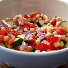 Dinner is chickpea salad with olive oil, and mixed veggies yum! ••• cucumber gurka paprika Bell pepper onion lök tomato tomat
