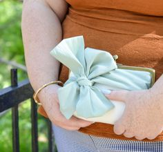 Best Bridesmaid Gift | #Bow #Clutch #Customizable #Bridesmaid #WeddingParty #MOH #MaidOfHonor #Wedding #Brides @DavieandChiyo