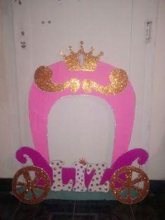 #Cuadro de selfies.. #carroza #princesa Selfies, Stuff To Buy, Marcos Para Fiestas, Picture Wall, Princess, Games, Tejidos, Selfie