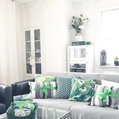 Zdjęcie: Green is a new color by Pantone for 2017. These greenery and emerald cushions are from Mialiving. You can buy on line:)