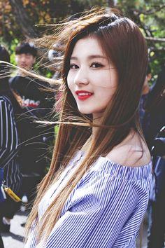 Sana © 오덕히 | do not edit.