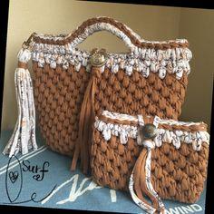 ズパゲッティで編んだトートバッグになります。ハンドメイドの品になりますのでご理解のある方の購入をお願いします♡⚠️注意⚠バッグのみの出品です。ポーチは別売りになります。★カラー メインカラーはキャメル です。★内布はついておりません。★サイズ<外側...