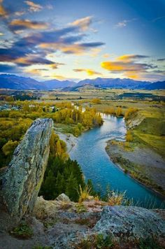 Clutha River, New Zealand. The Clutha River/Mata-Au is the second longest river in New Zealand flowing south-southeast 210 mi through Central and South Otago from Lake Wanaka in the Southern Alps to the Pacific Ocean, 47 mi southwest of Dunedin. Places Around The World, Oh The Places You'll Go, Places To Travel, Places To Visit, Around The Worlds, Beautiful World, Beautiful Places, Beautiful Pictures, Amazing Places