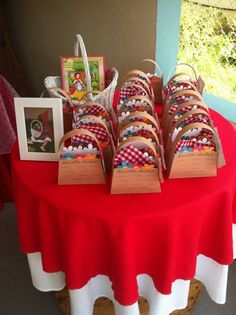 Cute favor baskets at a Little Red Riding Hood Birthday Party! See more party ideas at CatchMyParty! Mystery Dinner Party, Storybook Party, Red Riding Hood Party, Little Red Ridding Hood, 5th Birthday Party Ideas, Festa Party, Red Party, Woodland Party, Deco Table