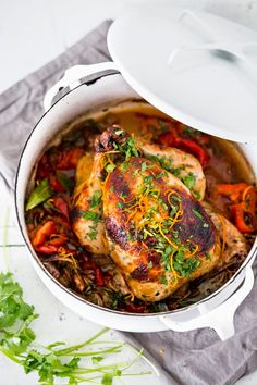 Zesty Cuban Mojo Chicken with Chili Roasted Yams in flavorful Mojo Marinade- a mouthwatering recipe! Cuban Recipes, Turkey Recipes, Fall Recipes, Chicken Recipes, Dinner Recipes, Mojo Chicken, Cuban Chicken, Chicken Chile, Gastronomia