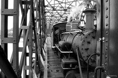 Locomotiva na ponte de Marcelino Ramos-RS. Brasil. Paulo Waldehiny.