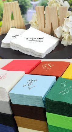 Añade un toque de color y estilo. Decora tu barra de bebidas, las mesas o el buffet de recepción con servilletas de coctel personalizadas con un diseño o un monograma, el nombre de la novia y del novio y la fecha de la boda.