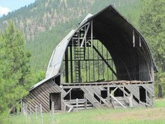 Barn Paintings, Baby Barn, Barn Pictures, Barn Dance, Barns Sheds, Old Mansions, Old Churches, Old Barns, Old Buildings