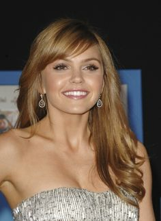 Aimee Teegarden wears curls at the end of her hair    my next project :)