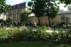 Square Léopold Achille Achilles, Mansions, House Styles, Home Decor, Decoration Home, Manor Houses, Room Decor, Villas, Mansion