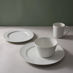 The Georgica dinnerware from the Calvin Klein Home 20th anniversary collection as & The Gold Fleck dinnerware collection from Calvin Klein Home is ...