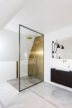 diy bathroom remodel ideas is enormously important for your home. Whether you choose the dyi bathroom remodel or upstairs bathroom remodel, you will make the best remodeling bathroom ideas diy for your own life. Bathroom Taps, Bathroom Renos, Modern Bathroom, Small Bathroom, Bathroom Remodeling, Bathroom Black, Bathroom Ideas, Basement Bathroom, Bathroom Glass Wall