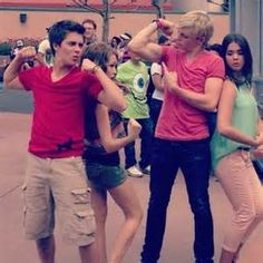 Billy Unger, Ross Lynch, Kelli Berglund & Mia Mitchell at Disney World <3<3<3<3<3