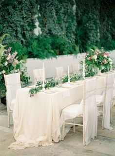 DON'T wait to announce dietary restrictions till dinner: http://www.stylemepretty.com/2016/05/04/things-wedding-guest-do-wrong/