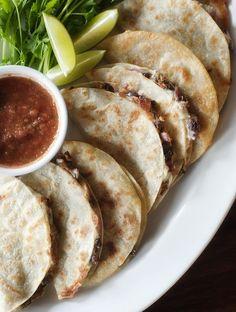 Crunchy black bean tacos-omit cheese for vegan Carnitas, Barbacoa, Mexican Food Recipes, Vegetarian Recipes, Cooking Recipes, Healthy Recipes, Chef Recipes, Healthy Meals, Dinner Recipes