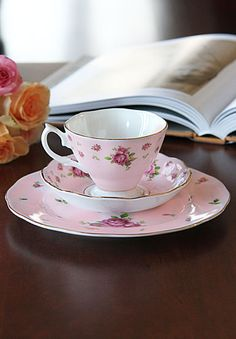 Royal Albert New Country Roses Pink 3-Piece Set - Teacup, Saucer and Dessert Plate