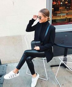 Teenage Autumn Street Style Outfits To Inspire You - Damen Mode 2019 Looks Chic, Looks Style, Fashion Mode, Look Fashion, Womens Fashion, Fashion Black, Fashion Styles, Fashion Dresses, Feminine Fashion