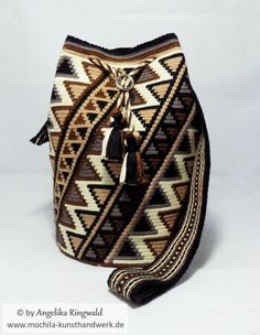 "Pattern for Mochila ""Cherokee""/ Single-Thread-Technique of Wayuu"", bag, handbag Thread Crochet, Crochet Hooks, Diy Bag Making, Magic Ring Crochet, Inkle Loom, Crochet Backpack, Tapestry Bag, Stitch Markers, Buttonholes"