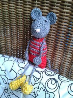Kleine muis op klompen