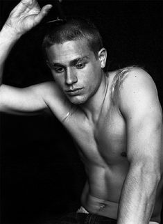 charlie hunnam (jax from sons of anarchy) shaving off his long hair