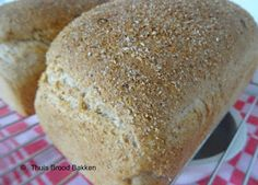 Marions Kitchen Stories & Thuis brood bakken: Bruinbrood met extra zemelen