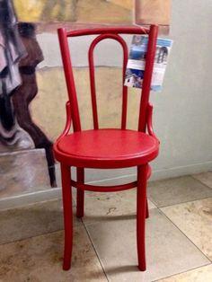 """Retrostuhl rotMit seiner beschwingten Linienführung erinnert dieser Stuhl an die berühmten Vorbilder im Bugholz-Stil, die schon im 19. Jahrhundert zum Platz nehmen einluden.Voilà, mit diesem """"Bistrostuhl"""" verwandeln Sie Ihr Esszimmer oder Ihre Küche im Nu in ein französisches Straßencafé. In der leuchtenden Farbe Rot bildet dieses tolle Stück außerdem einen fröhlichen Farbtupfer im Wohnbereich und lässt sich auch prima lässig mit anderen Farben kombinieren.Farbe: rotMaterial: BugholzMaße…"""