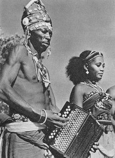 Musicians of the Antandroy people; a semi-nomadic group living in southern Madagascar since the 18th century, but originally from the area of Sakalava.  Published in an Italian geographic encyclopaedia in 1964.