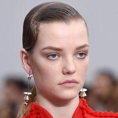 Tendances coiffure automne-hiver : les cheveux gominés structurés chez Salvatore Ferragamo - Marie Claire