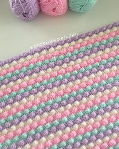 Crochet Knitted Baby Blanket Making Crochet Bobble Blanket, Crochet Blanket Patterns, Baby Knitting Patterns, Fluffy Blankets, Knitted Baby Blankets, Manta Crochet, Crochet Baby, Diy Crafts Knitting, Plaid