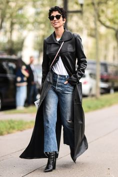 7 Crowd-Pleasing Trends Fashion People Will Continue Wearing in the Dark Fashion, Fashion Photo, Fashion Editor, Fashion Trends, Fashion Inspiration, Best Leather Jackets, Moda Paris, Checked Blazer, Fashion Forever