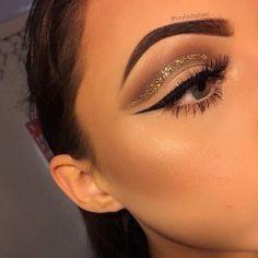 Glitter cut crease #makeup #gold #glitter #liner #eyeshadow #blended #baddie #brown #eyebrow