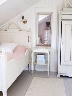 Looking for Best Shabby Chic Bedroom Make Over Ideas?, you are in the right place friends! Here are 40 ideas to get you inspired, quickly! Attic Bedrooms, Shabby Chic Bedrooms, Home Bedroom, Bedroom Decor, Romantic Bedrooms, Pink Bedrooms, Nordic Bedroom, Romantic Room, Small Bedrooms