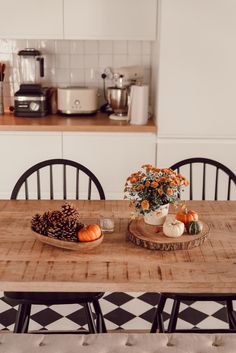 My 5 tips to decorate your interior in. Autumn Inspiration, Home Decor Inspiration, Seasonal Decor, Fall Decor, Holiday Decor, Autumn Interior, Autumn Cozy, Cozy House, Kitchen Dining