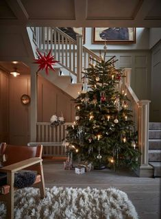 A Stylish Scandinavian Christmas Home The Nordroom Ein Stilvolles Skandinavisches Weihnachtshaus The Nordroom - Besondere Tag Ideen Zara Home Christmas, Ikea Christmas, Merry Christmas Photos, Christmas Mood, Scandinavian Loft, Scandinavian Christmas, Rustic French, Christmas Decorations, Holiday Decor