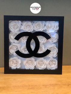 Chanel Room, Chanel Decor, Chanel Chanel, Makeup Room Decor, Diy Room Decor, Bedroom Decor, Chanel Birthday Party, Vase Deco, Flower Shadow Box