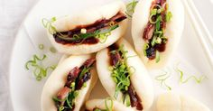 {Barbecue pork steamed buns} Here's one of the hottest recipes on menus right now. Marion Grasby shows how to make barbecue pork steam buns. Pork Steam Buns Recipe, Bun Recipe, Bbq Pork, Pork Roast, How To Make Barbecue, Steamed Buns, Hoisin Sauce, Asian Recipes, Chinese Recipes