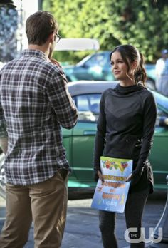 """Hart of Dixie -- """"Should've Been a Cowboy"""" -- Image Number: HA312a_0230b.jpg -- Pictured (L-R): Josh Cooke as Joel and Rachel Bilson as Dr. Zoe Hart -- Photo: Mike Yarish/The CW -- © 2013 The CW Network, LLC. All rights reserved."""