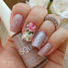 """690 curtidas, 10 comentários - 🎀Nayane Necco, 34 (@nayanecco) no Instagram: """"Mais Clicks ❤ . ➡💐 Película Floral @docelolita 💻www.docelolita.com.br . . ➡Esmalte: Lágrimas de…"""" Pretty Toe Nails, Super Cute Nails, Blue Nails, My Nails, How To Do Nails, Unicorn Nails Designs, Short Square Nails, Floral Nail Art, Luxury Nails"""